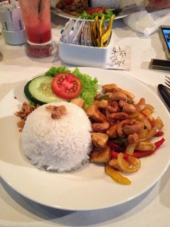 Buzz Cafe: Chicken cashew