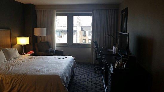 هيلتون جاردن إن تايمز سكوير: Awesome 42in TV. Coffee machine, comfy bed, great views.