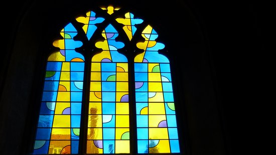 Wensum Guest House : One of the many stained glass windows.