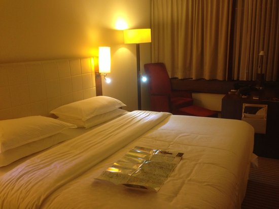 Sheraton München Westpark Hotel: Inside the room