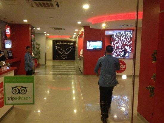 Red Planet Ortigas: Back entrance