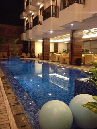 PING Hotel Seminyak Bali: The pool at night. Chilly!