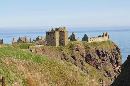 Dunnottar Castle: castle grounds