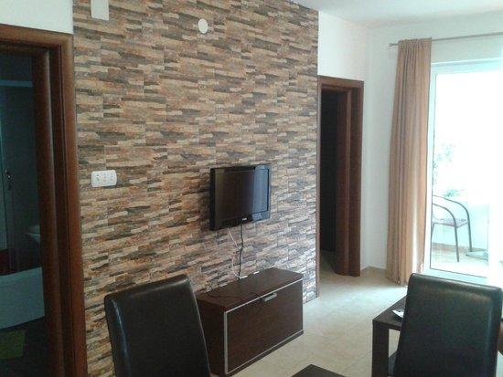 Apartmani Kovacevic: Sala de estar y cocina