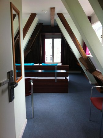 Hotel van Onna : vista della camera dalla porta d'ingresso