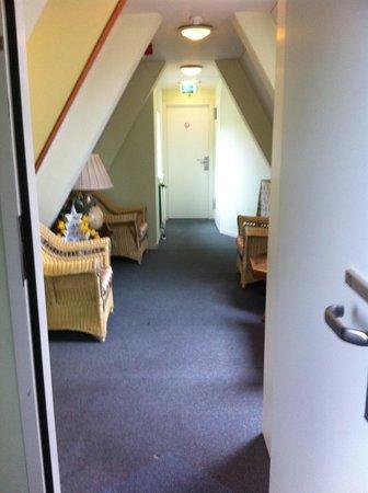 Hotel van Onna : salottino appena fuori la camera