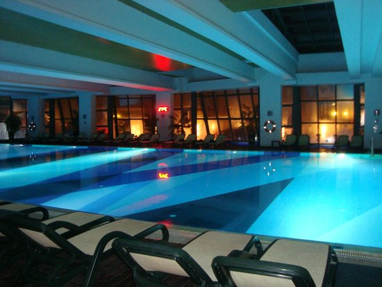 Heated indoor pool during winter picture of limak lara for Piscine interieure de luxe