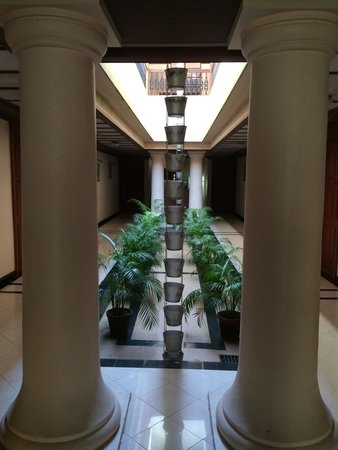 Bolgatty Palace & Island Resort: Corridor to the rooms