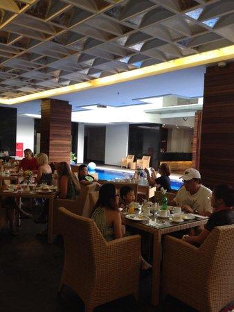 PING Hotel Seminyak Bali: Breakfast crowd