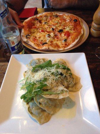 Porto Bello Bistro: Pizza and ravioli