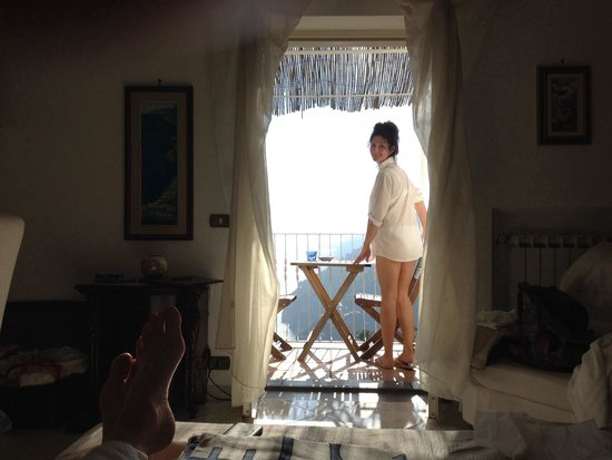 B&B Mamma Rosa Positano: Lovey room and views. ! From the bed.