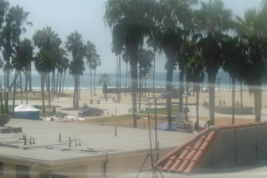 Venice Beach Suites & Hotel: View from hotel corridor