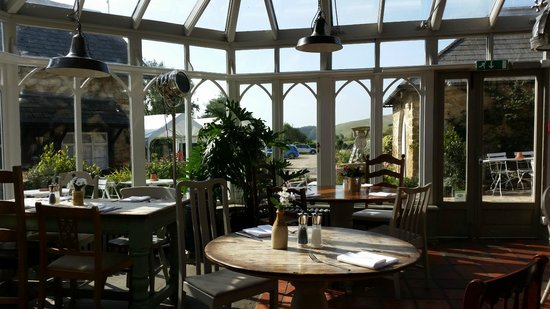The Ilchester Arms Hotel: Dining conservatory