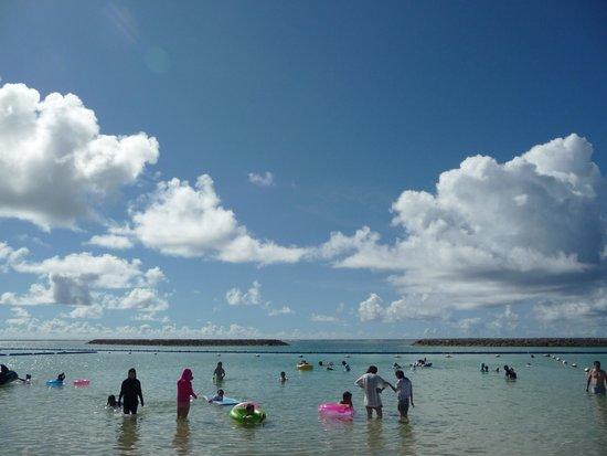 Maezato Beach : 結構、家族連れが多いです
