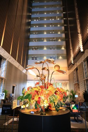 Hotel Villa Fontaine Tokyo-Shiodome : 氣派的大廳