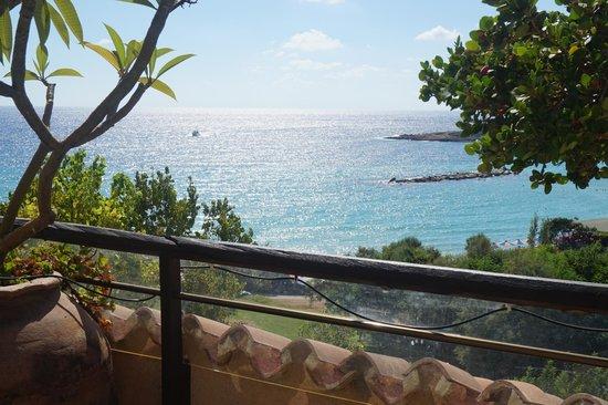 Coral Beach Hotel & Resort: Room with a view