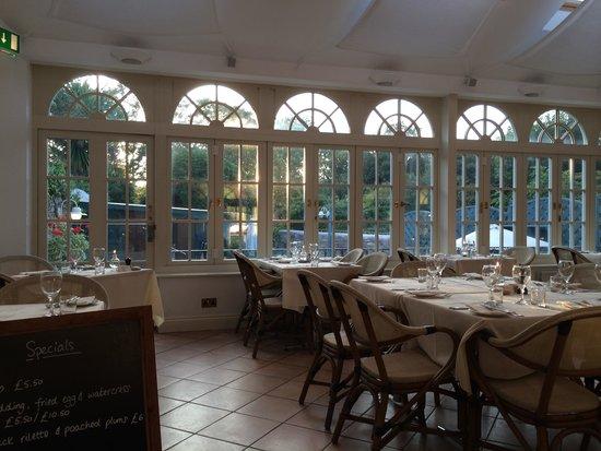 The Georgian House Hotel : Main restaurant overlooking garden bar!