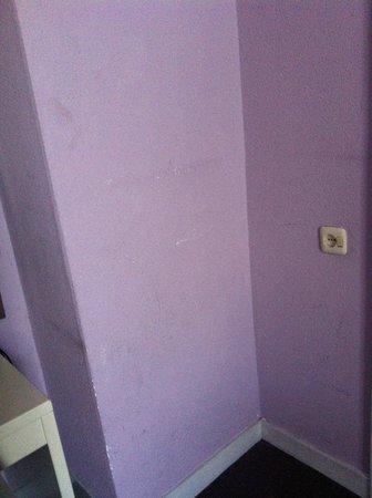 Sandton Hotel de Filosoof - TEMPORARILY CLOSED: Room's wall