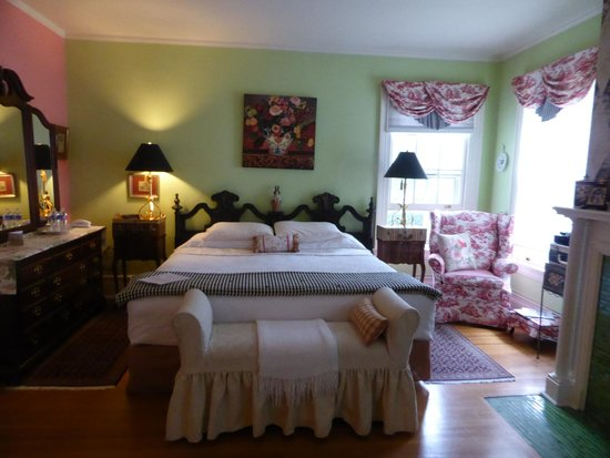 A B&B at The Edward Harris House Inn & Cottages: our beautiful chambre suite
