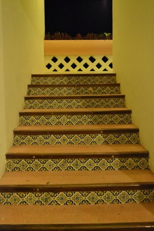 Hotel & Bungalows Mayaland: Tiles on the stairs to the room
