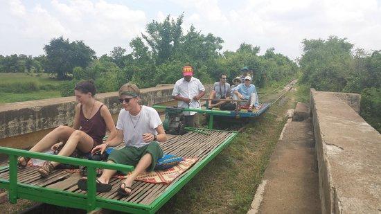Bamboo Train: Alcuni viaggiatori