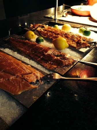 Scandic Nidelven: 3 whole salmon to choose from