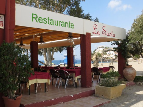La Siesta: view of the terrace tables