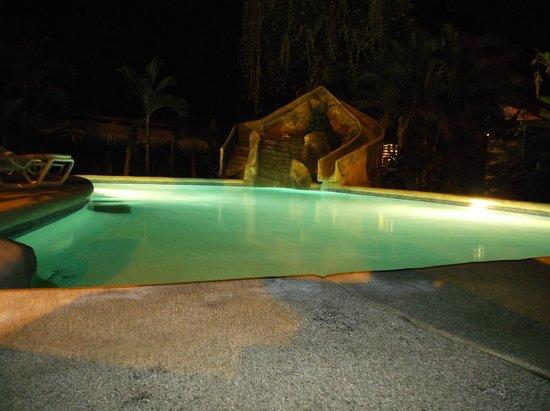 Aiyana Lodge: Piscina