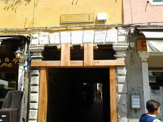 Campo del Ghetto : Вход в Гетто с Набережной Каннареджо