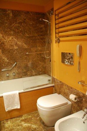 UNA Hotel Napoli: Ванная