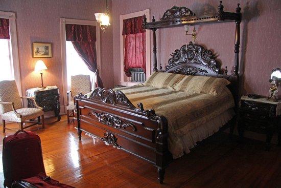 The High Street Inn Bed & Breakfast: Bollingbroke room