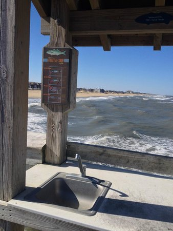 Ramada Plaza Nags Head Oceanfront: Pier down the coast
