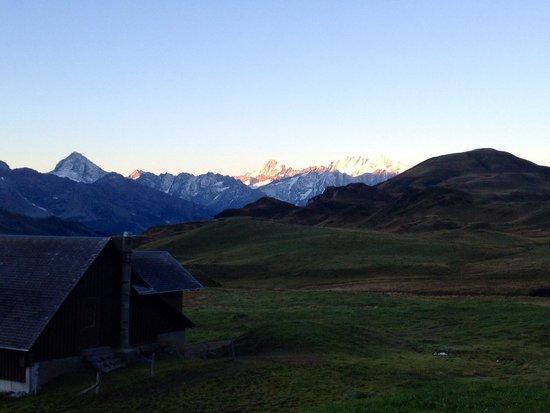 Berggasthaus Tannalp: Aussicht frühmorgens