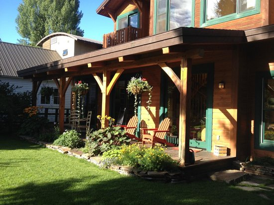 The Alpine House Lodge & Cottages: Front porch