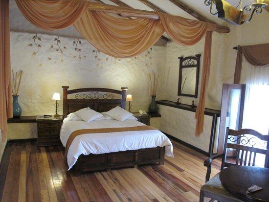 Unaytambo Hotel: Room with window view of Santo Domingo Church