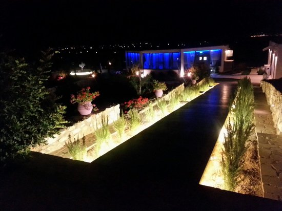 Naoussa Hills Boutique Resort: Night view.!