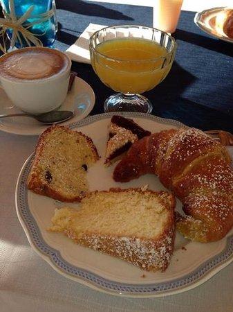 Hotel Lu Baroni : una delle colazioni