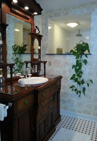 The Inn at Mallard Cove: bathroom