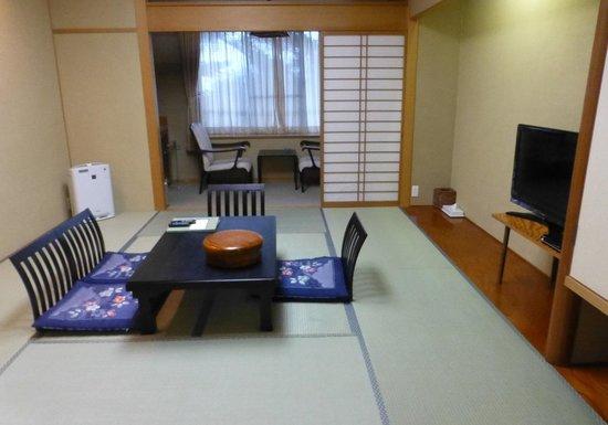 Reflet's Izukogen: 和室(入口から)