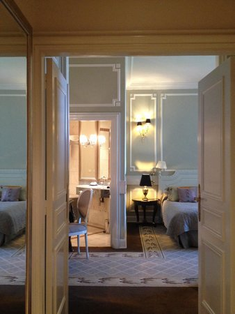 Tiara Chateau Hotel Mont Royal Chantilly : Deluxe room in an old part (château) of the hotel