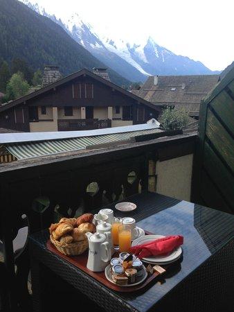 Hotel Le Montana : breakfast on the balcony