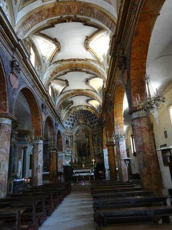 Chiesa di Santo Stefano - Mummie di Ferentillo: Navata centrale della Chiesa di Santo Stefano