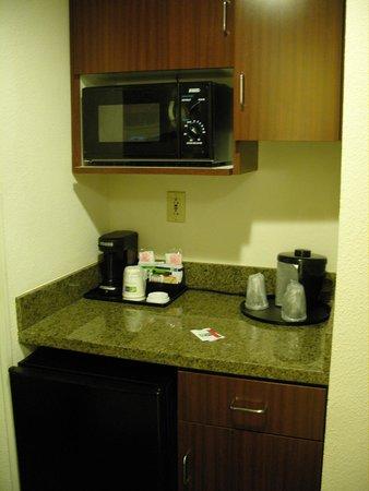 Holiday Inn Express Hotel & Suites Charleston/Ashley Phosphate: Kaffe/Teezubereitungsmöglichkeit