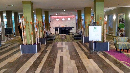 Holiday Inn Hotel and Suites Savannah-Pooler: Lobby