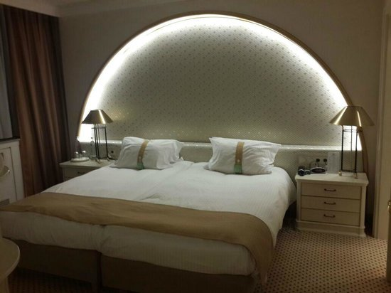 Holiday Inn Frankfurt-Airport North: Bedroom of the suite
