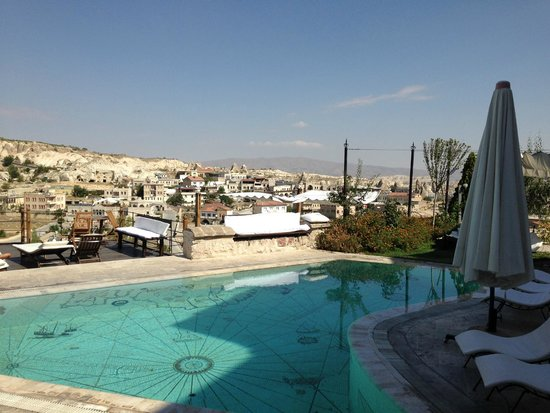 Kelebek Special Cave Hotel: Pool area and view