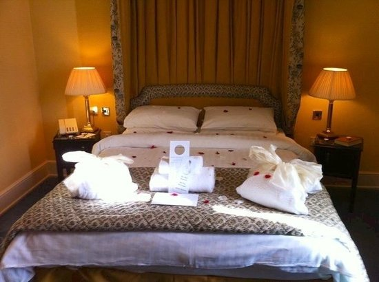 Park House Hotel: Bed in Suite Feb 2011