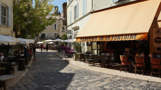 Café de la Fontaine: view of the street, opposite the restaurant is a beautiful fountain