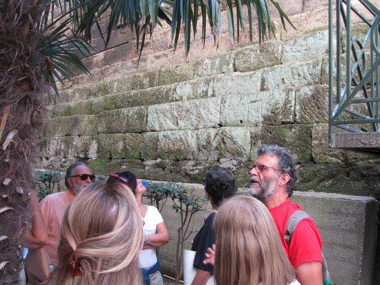 Celanapoli : Mura Greche a Piazza Cavour