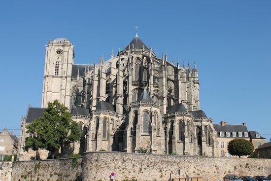 Cathédrale de Saint-Julien de Mans : The Cathedral Exterior